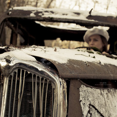 Starts ! (Franck Tourneret) Tags: woman film hat car movie 50mm nikon femme engine voiture chapeau hood wreck cinematic capot resistance conductor 40s moteur rsistance pave d700 cinmatique conductrice annes40