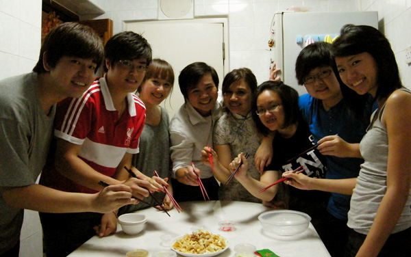 A group pic before we commence our lo hei :D