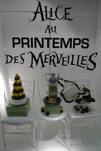 Vitrines Ladurée Alice aux pays des Merveilles, Printemps, Paris février 2010
