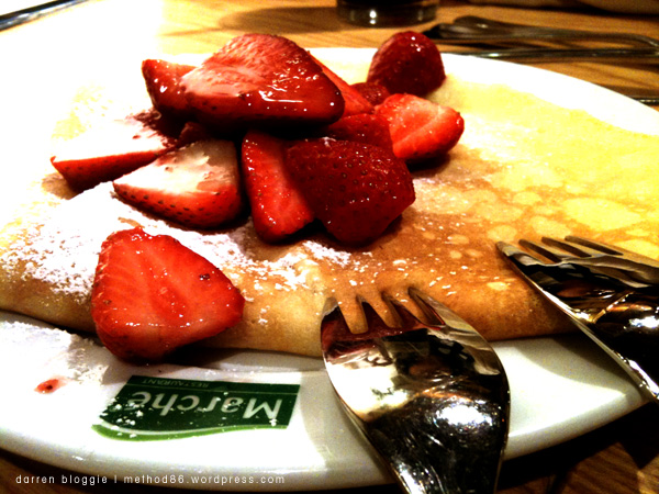 Crepes with lime yoghurt spread, topped with fresh strawberries