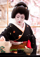 (yocca) Tags: woman japan female digital canon wow eos kyoto shrine geiko 京都 kimono 2010 北野天満宮 kitanotenmangu baikasai japaneseteaceremony 芸妓 40d 茶席 umefestival 梅花祭 市まめ feb2010