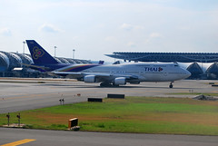 Thai Airways Boeing 747-400 - Reg. # HS-TGR (CAUT) Tags: airasia airasiaflight fd3029 airasiaflightfd3029 thailand tailandia asia seasia trip viaje travel 2010 southeastasia sudesteasiático surdeasia backpacking backpacker nikond60 nikon d60 avión avion aircraft thaiairwaysboeing747400 thaiairways boeing747400 jumbo boeing747 suvarnabhumiinternationalairport suvarnabhumi internationalairport aeropuerto internacional aeropuertointernacional aviation aviación plane flugzeug caut hstgr thaiairwayshstgr international airport bangkok bkk vtbs