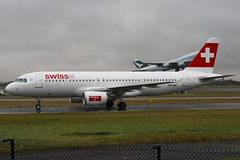 HB-IJK - 596 - Swiss International Air Lines - Airbus A320-214 - Manchester - 081126 - Steven Gray - IMG_3167