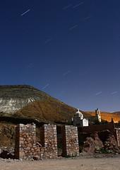 Lneas sobre el cementerio (renedelagza) Tags: landscape mexico cementerio kitlens iglesia paisaje ruinas estrellas nocturna panteon startrails realdecatorce sanluispotosi efs1855mmf3556is canoneosrebelxsi