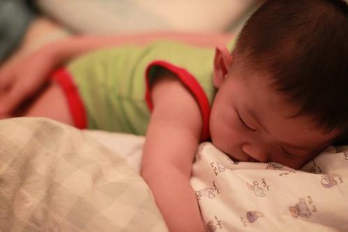 然後就這樣巴著睡著了