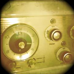 Oven dials, Ludgershall, Wiltshire (The Retronaut) Tags: oven dial wiltshire fauxvintage fakevintage ludgershall retroscope retronaut hipstamatic retronautic howtobearetronaut