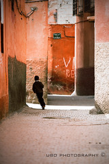 the fleeting moment (superUbO) Tags: children run marocco marrakech medina reportage vivere volare evia respirare labirynt attimo fuggire lattimofuggente evadere dentrodinoi crazyheart superubo loscorreredellelancette sottoipassi intornoate chefugge sopraleparole sullealideipensieri