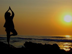 surya namaskaram! (hema_) Tags: morning sunset sun india beach water sunrise kodak creative digitalcamera digicam surya hema vizag hemalatha suryanamaskaram m863 kodakeasysharem863 hemalathanarayanappa hemaphotography hemalathanarayanappahema gettyimagesindiaq4
