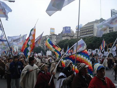 indigenas en plaza de mayo