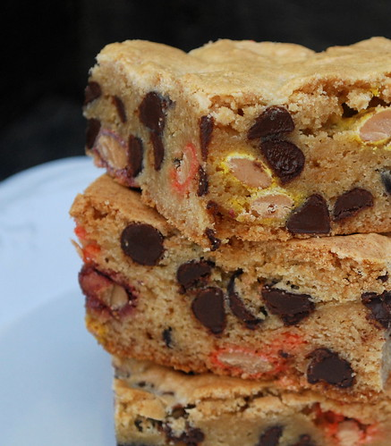 Congo Bars (with Reeses Pieces)