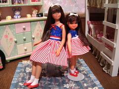 Sister's Posing (Spicyfyre Creations) Tags: pink blue red white toys ooak bunkbed 4thofjuly mattel diorama tutti reroot vintageskipper ooakskipper rerootskipper bendleg bedroomdiorama childrensdiorama ppaktutti reroottutti bendlegskipper