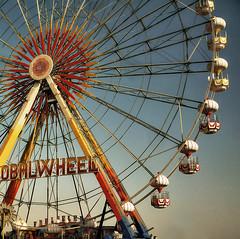 Carnivale (Festival City) (roi alonso) Tags: park wheel vintage photo eau dubai colours uae picture colores antiguo noria fotografa parquedeatracciones festivalcity unitedarabicemirates globalwheel emiartosrabesunidos