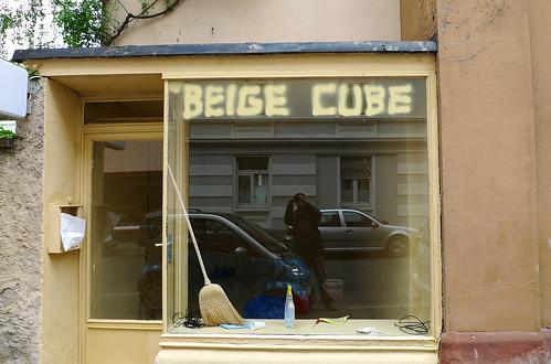 Kunstraum Beige Cube in der Oppenheimer Str. 34a. Mai 2010