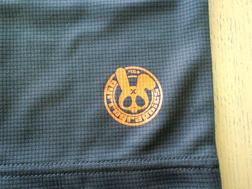 背面右腰部のロゴ