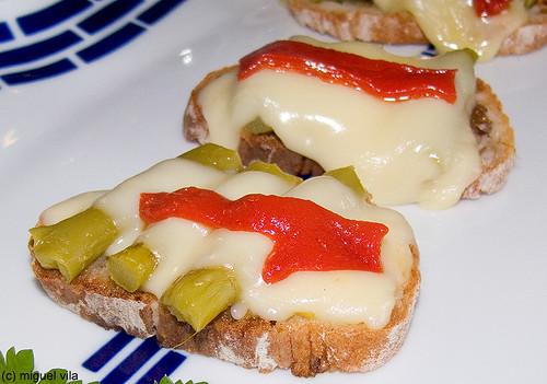 Tosta de esparragos y queso de Arzúa-Ulloa