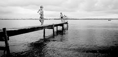 badebro (fotograf mette johnsen) Tags: leg vand brn mennesker badebro fiskenet