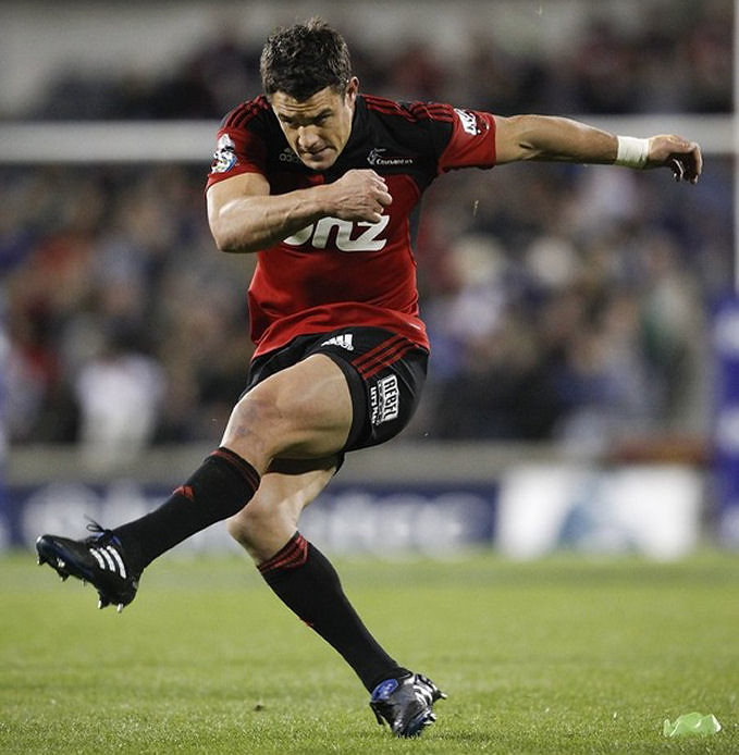 Muscular Thighs of Dan Carter