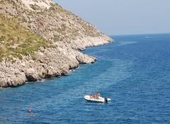 gommone (kikkedikikka) Tags: san mare lo capo sicilia trapani vito gommone rgspaesaggio rgscastelli rgsnatura rgsscorci