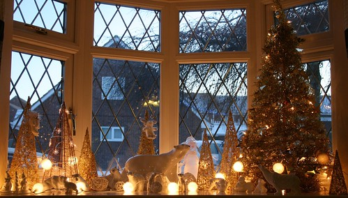 helpful - Bay Window Decorations For Christmas