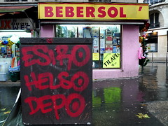 Bebersol' (Gabri Le Cabri) Tags: street pink red paris reflection wet sign yellow shop graffiti football hellokitty sidewalk 75018 depo helso paris18 esiro bebersol