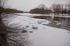 Charles River, 8 January 2010: Another fresh coat of snow on the frozen river, with a melted channel reaching down the middle under an even grey sky (Chris Devers) Tags: winter cambridge snow cold ice water boston river ma flow stream brighton unitedstates massachusetts charlesriver charles bostonma 2009 watertown cambridgema 2010 allston greenough bostonist allstonma watertownma brightonma universalhub cameranikond50 exif:exposure_bias=0ev exif:exposure=0001sec11250 exif:focal_length=18mm exif:aperture=f35 lens18200vr exif:flash=noflash camera:make=nikoncorporation charlesriveryear camera:model=nikond50 meta:exif=1262994941 flickrstats:favorites=1 exif:orientation=horizontalnormal exif:lens=18200mmf3556 exif:filename=dscjpg exif:shutter_count=39963 meta:exif=1350399543