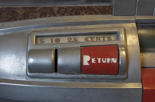 Wurlitzer 1100 - coin slot