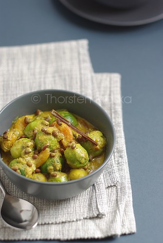 Hot brussel sprouts curry with Azuki Beans