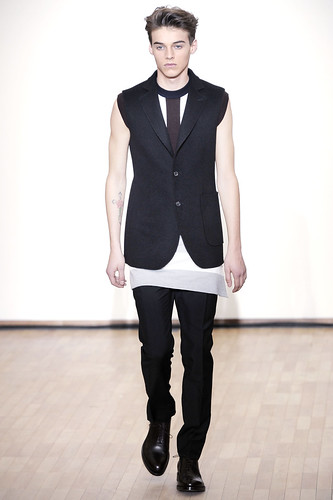 Robbie Wadge3205_FW10_Paris_Raf Simons(gsquared2@mh)
