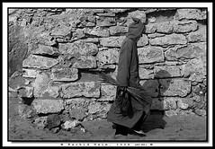 Jellaba Man Walking - L'homme  la jellaba (Rachid Naim) Tags: ocean sea mer man wall sand pierre sable atlantic morocco cap maroc safi mur plage homme rachid sidi   atlantique naim   jilbab djellaba arfa  jellaba    asfi    blackwhitephotos   anawesomeshot          mhamed beddouza       achgal