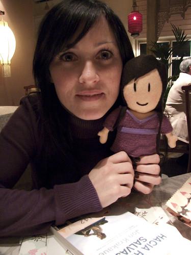 Yoli y su muñeca