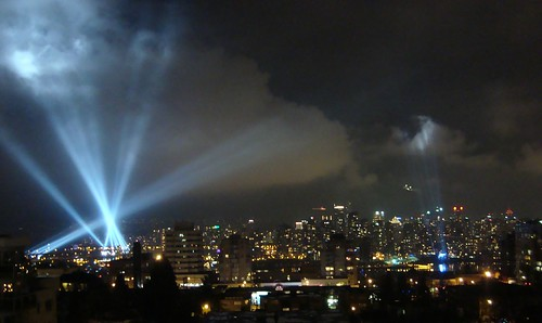 Vancouver Light Show: Vectorial Elevation and New Dancing Searchlights at LiveCity Yaletown