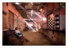 Butcher's Alley (buczma) Tags: travel sahara photo alley gallery locals market meat fotka mercado butcher morocco fotografia marko merzouga rissani lightbeam obrazki kolory zdjcia podre gaeria obrazek rissanimarket poznawania