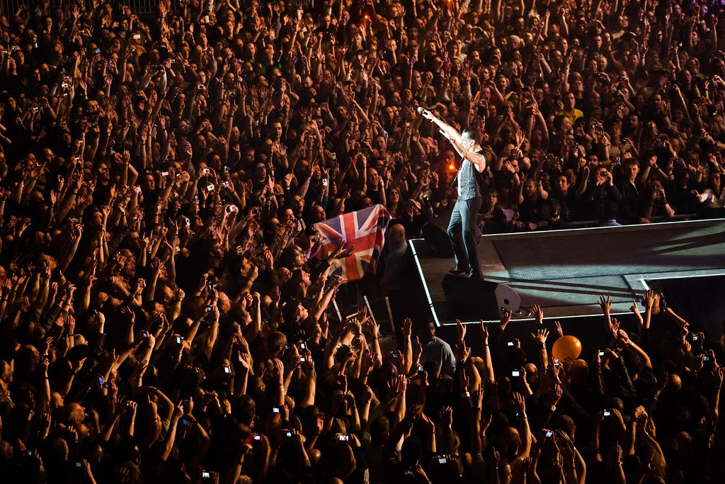Depeche Mode - Calming down the crowd for the new site launch