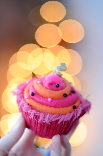 finished cupcake pin cushion