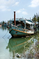 Boat at Rest (Ursula in Aus (Away)) Tags: reflection water thailand boat fishing  prachuapkhirikhan bangsaphan thongchai bankrud  earthasia  totallythailand  khaothongchai