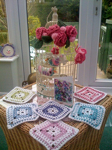Beautiful Squares from USA, Tricia this morning! I hope she will share the pattern with us! Aren't they lovely? Very unusual. Can you contact me Tricia please?