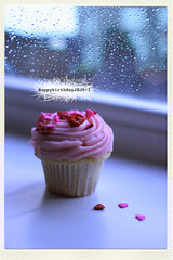 (@fotografo.) Tags: pink window rain hearts sweet bokeh harrods cupcake