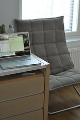K-chair 3 (pjen) Tags: home apple modern design oak bedroom desk parquet linux birch finnish minimalism snowleopard koskinen aluminium koti functionalism mbp muurame finnishdesign macbookpro makuuhuone horisontti kolmonen paperyarn woodnotes kchair ktuoli