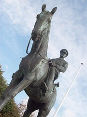 A Soldier's Statue - Une Statue d'un Soldat (Dunnock_D) Tags: sky horse france monument statue french soldier europe general normandy equestrian montreuil cavalry côtedopale 70favphotosto2010