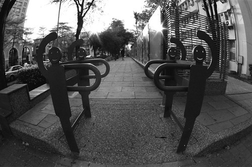 16 mm fisheye, f/11, 1/15, +/0, Red filter. Film: Kodak 400 TMax (分裝). 後製: EV +1, Black +19.