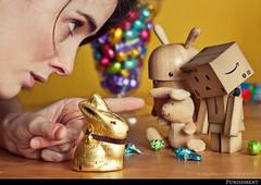 Vous n'avez pas honte? (Sandrine Escamilla) Tags: rabbit bunny easter toy figurine shame punishment jouet lapin easterbunny eastereggs chocolateeggs pques yotsuba colre danbo oeufsdepques fanelli honte punition lapindepques revoltech gronder noferin danboard pecanpals oeufsenchocolat