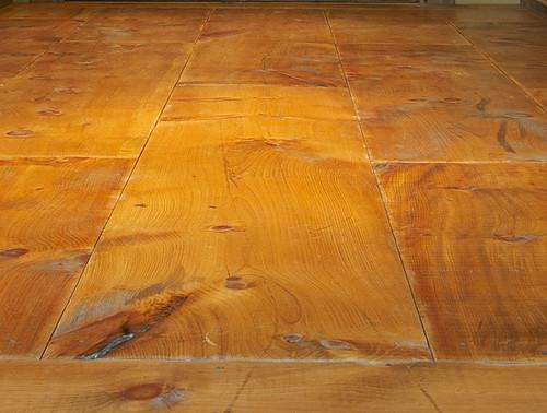Knotty pine vinyl plank flooring gurus floor for Knotty laminate flooring