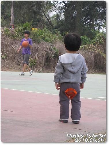100405-看人打籃球-1