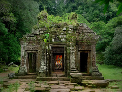Hidden in the jungle rediscovered in 1914 (Bn) Tags: topf50 topf300 sacredplace topf100 tombraider topf200 watphou templemountain naturalspring southernlaos champasak watphu 100faves 50faves 200faves vatphou hiddenjungle 300faves alongthemekongriver theunforgettablepictures siteofvatphou exceptionalarcheologicalsite vatphoustartedaround1000ad nothernpalace ancientkhmerstemple henripamentier rediscoveredvatphouin1914 earlyangkorwatstyle feelinglikeanexplorer hiddenwithinthejunglerediscoveredin1914 whereislaracroft unescoworldheritagesiteofvatphou phoukaomountain influencescomefromkhmerhinduandbuddhisttraditions protectedstatusin2001 reconstructionandrenovations thefacadeofthevatphousanctuary buddhaimageandaltar