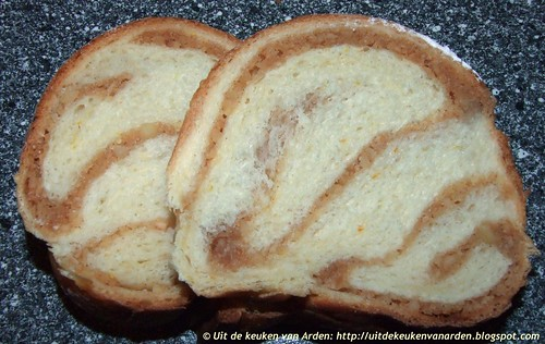 Broodkrans met noten