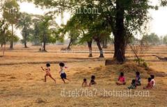 การละเล่นอีมอญซ่อนผ้าของเด็กไทยชนบท สุรินทร์