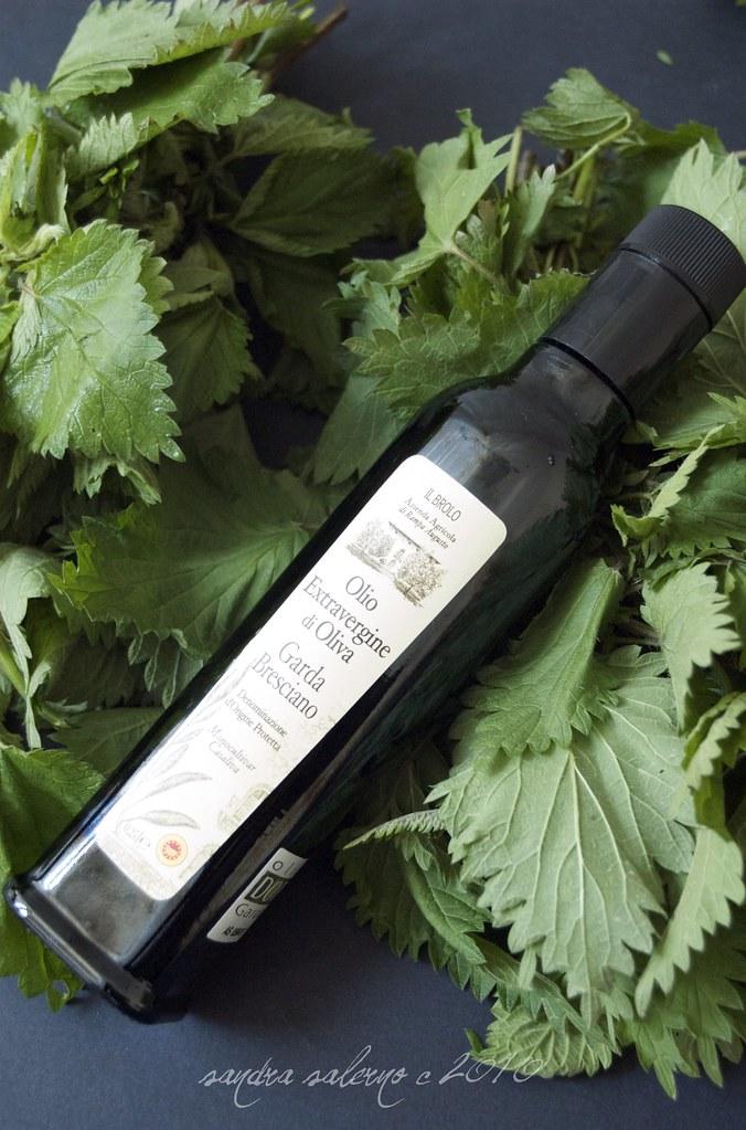 Olio e.v. di oliva Il Brolo- monocultivar Casaliva- e Ortiche