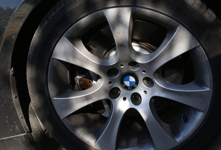 Dirty BMW 545i wheels
