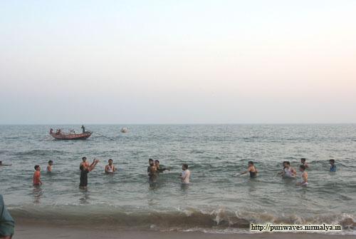 Puri Sea Beach is now Playground in hot summer