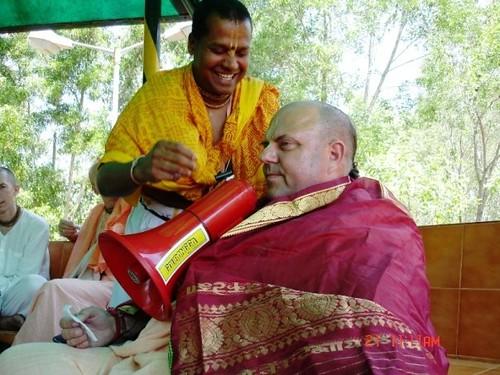 H H Jayapataka Swami in Tirupati 2006 - 0012 por ISKCON desire  tree.